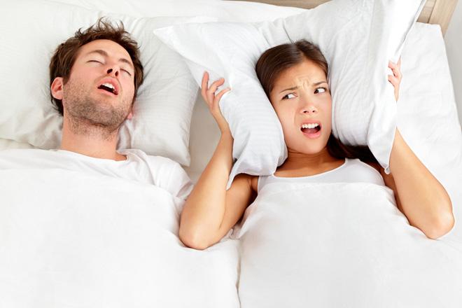 A chi soffre di apnea notturna e a chi russa