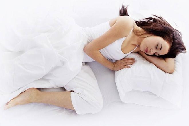 Dormi su un lato? Fai bene! Ma non dimenticare che…