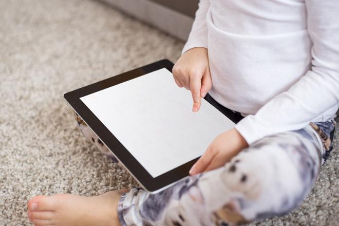 Attenzione: i bambini che utilizzano il touch screen dormono male!