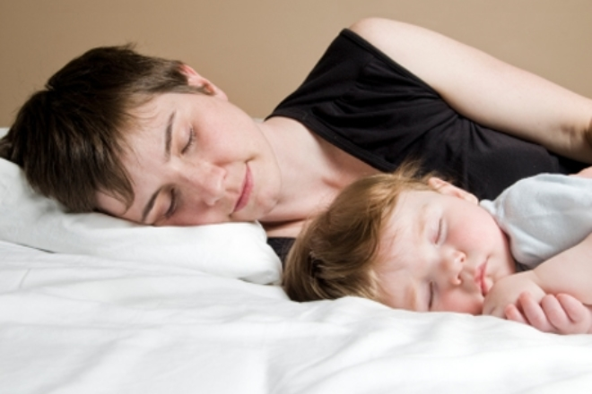 """Cosleeping: troppo grandi per dormire nel """"lettone""""?"""