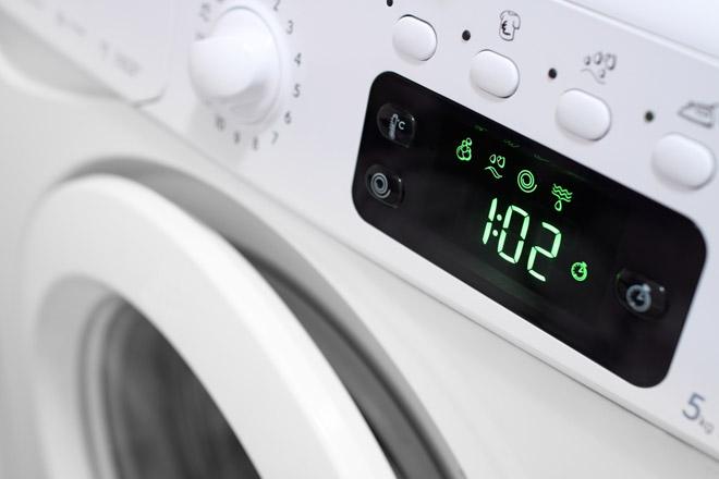 Pulizie di primavera in camera da letto consiglio: lava tutto in lavatrice!