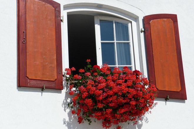 Pulizie di primavera in camera da letto consiglio: arieggia la stanza il più possibile!