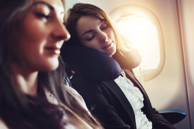 Dormire in aereo: 10 consigli per farlo nel modo giusto!