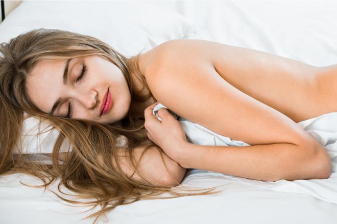 4 ottimi motivi per cui dovremmo dormire nudi!