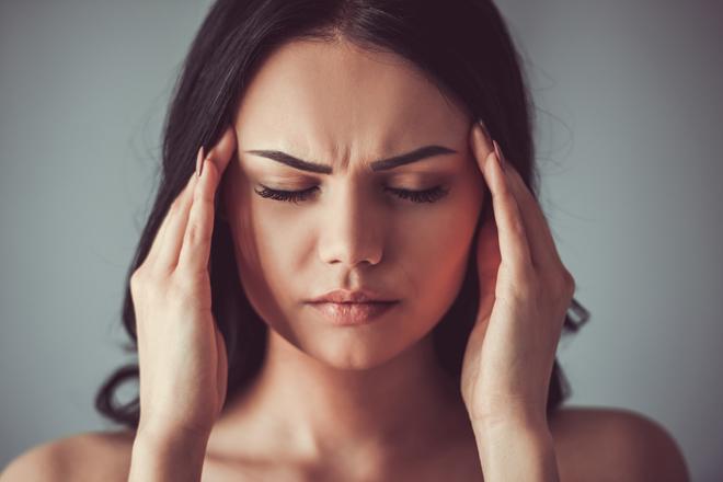 Perché dormire troppo fa venire il mal di testa?