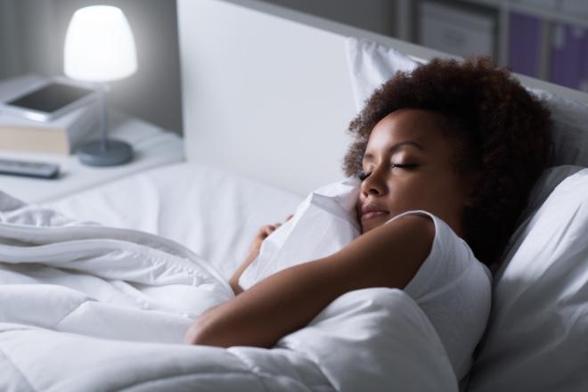 Scopri i 5 benefici del dormire al buio