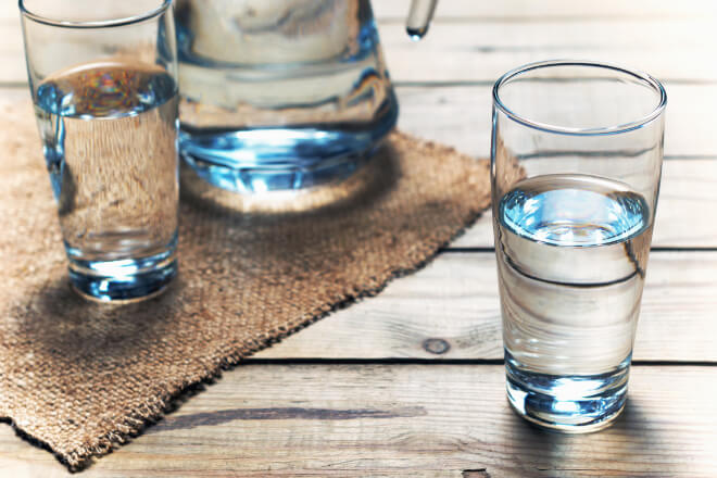 Bere acqua prima di dormire? Una sana e riposante abitudine!